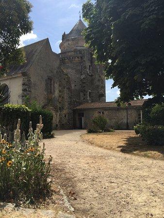 Apremont, Francia: Inside the castle walls