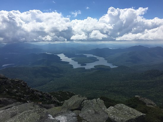 Wilmington, Nowy Jork: At the very summit, above the Castle. Lake Placid and it's three islands in the background