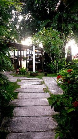 Lipa Noi, Thailand: Resort con ristorante sulla spiaggia