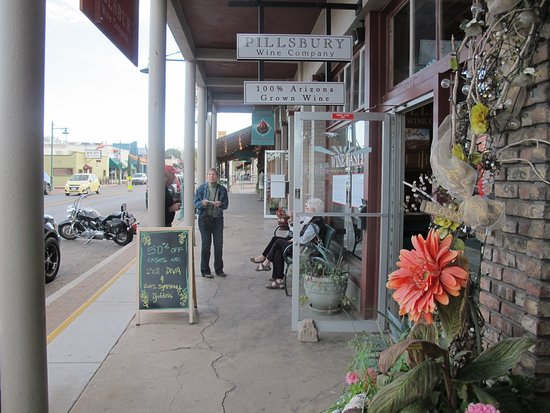 Cottonwood, AZ: Five Wineries have Tasting Rooms