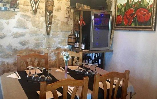 Cretas, España: Nueva cava para mantener los vinos tintos a su temperatura adecuada