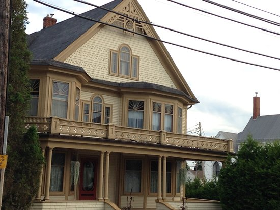 Bridgetown, Canadá: A town of beautiful buildings & houses