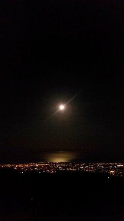 Sant'Alfio, Italien: Panorama con Luna al seguito!!