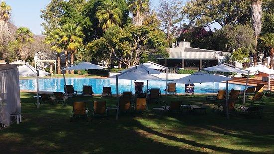 Cabanas, Sun City: Swimmin pool and bar area