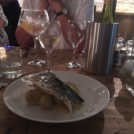 Little Petherick, UK: Fish and a locally produced wine