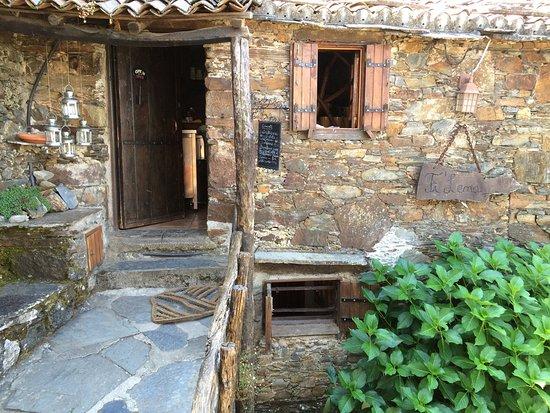 Lousa, Portugal: Local lindíssimo, muita simpatia e boa comida.