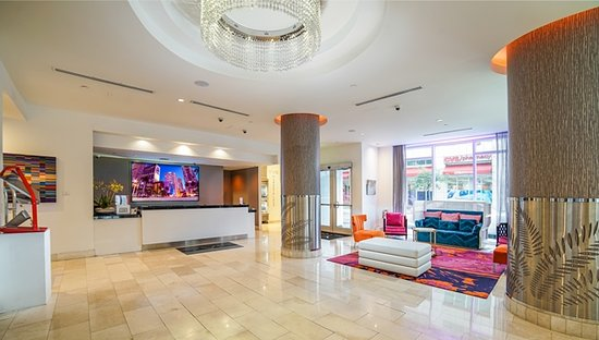 YVE Hotel Miami: Lobby and Front Desk