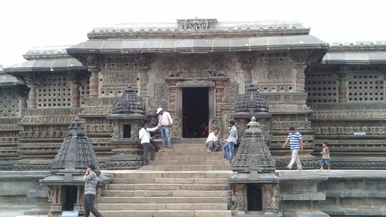 Chennakesava Temple: Entrance to the temple