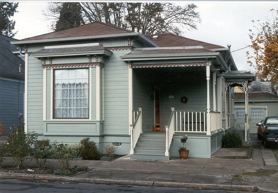 Albany, OR : 617 6th Ave SW, preserved and painted with historic colors