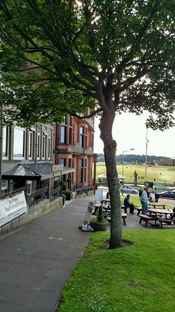 BEST WESTERN Scores Hotel: Scores Hotel looking at 18th green of Old Course
