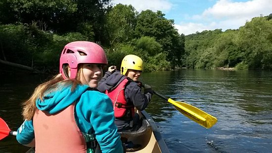 Symonds Yat, UK: Wye Canoes - Mid way through our trip - still smiling