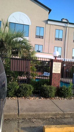 Rear of Hotel, got to see the pool through the bars. Nice looking.