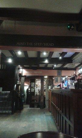 Topsham, UK: Low beams in the bar