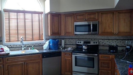 Welk Resort San Diego: Updated kitchen design. Apparently they remodel evey few years.