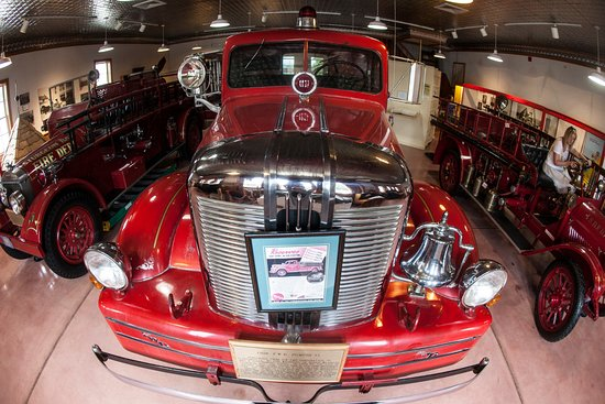 Sturgeon Bay, WI : Old fire engines