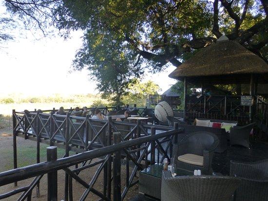 Skukuza, Sudafrica: buitenterras uitzicht op het krugerpark