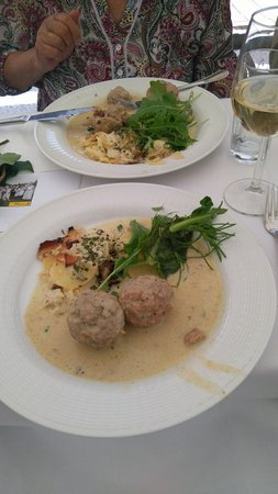 Rohrau, ออสเตรีย: Einer der köstlichen fünf Gänge.