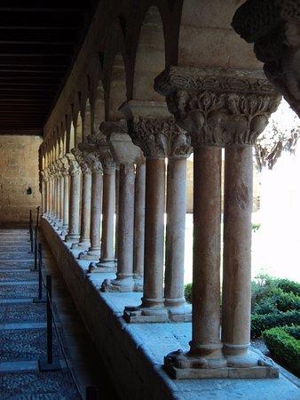 Santo Domingo de Silos, Spagna: Capiteles del claustro