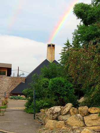 Hecla Island, Kanada: Front of Resort with a unique Rainbow effect