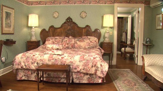 Ivy Manor Inn: Deluxe King Suite with Outside Patio