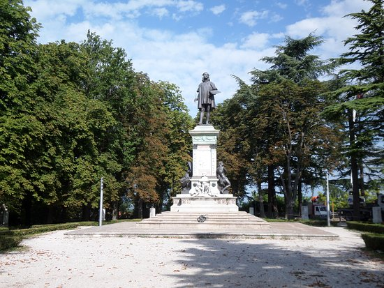Monumento a Raffaello