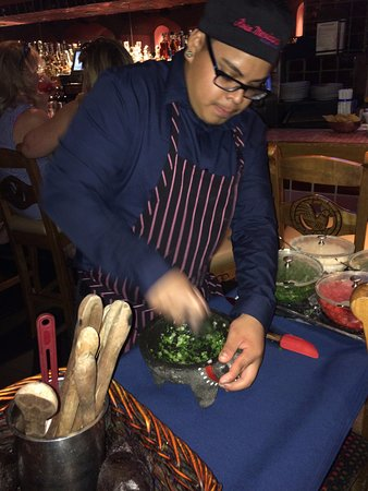 Rosa Mexicano - First Avenue : Starting to make guacamole for the table