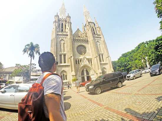 Jakarta Cathedral: View from the outside.