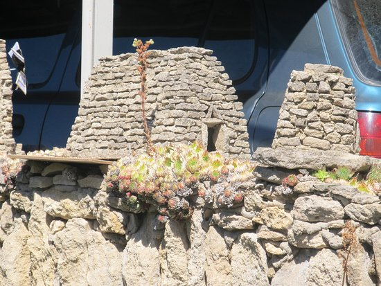 Carpentras, France : Bories, gestapelde hutten!
