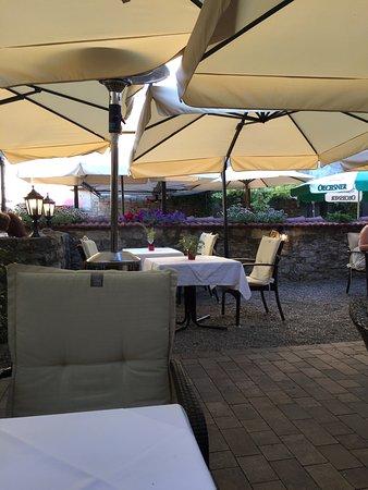 Frickenhausen, Germany: Bei schönem Wetter unbedingt den mediterranen Biergarten besuchen