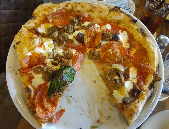 Smithville, Teksas: Meat Lover type Pizza