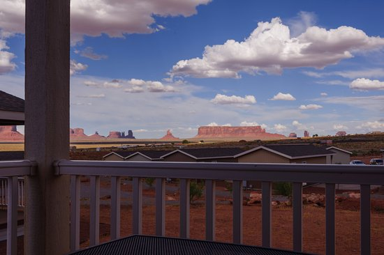 Goulding's Lodge & Campground: Vista della Monument Valley dalla veranda di ogni ab
