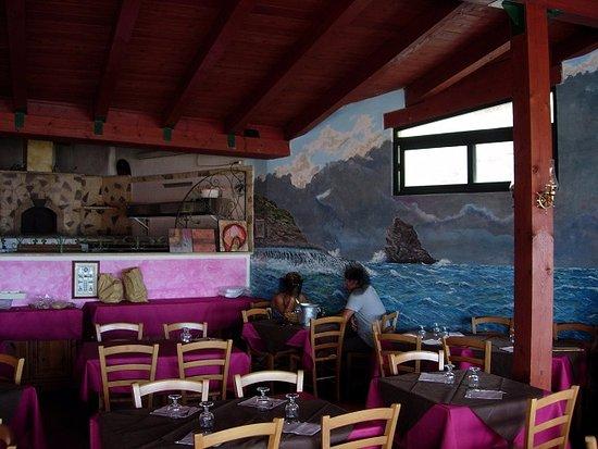 Cuglieri, Italia: the inside of the restaurant