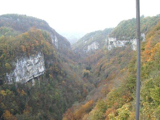 Cruseilles, Prancis: sur le pont, vue sur la vallée des usses