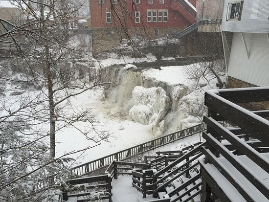 Chagrin Falls, OH: Falls in winter