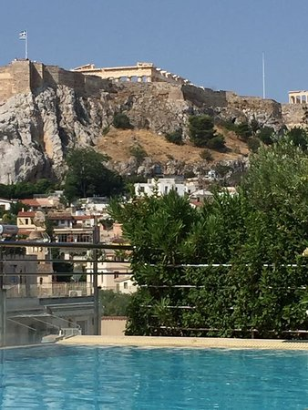 Electra Palace Athens: roof top pool swimming below the Acropolis