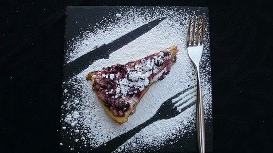 Rosora, Italia: torta con le visciole
