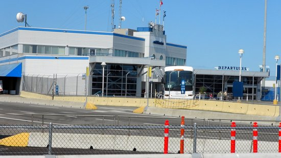 Tsawwassen, Kanada: Exterior of terminal
