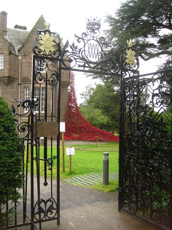 Perth, UK: Weeping wall from entrance gate of Dalhousie Castle