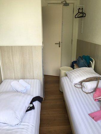 Hotel Titus: Sporcizia nelle lenzuola e stanza piccola ma bella vista