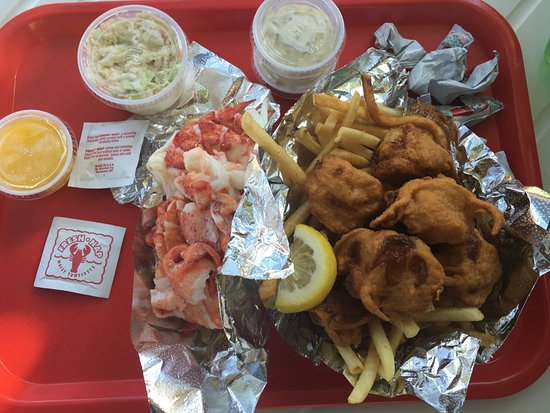 Wiscasset, ME: Lobster roll and scallop basket!