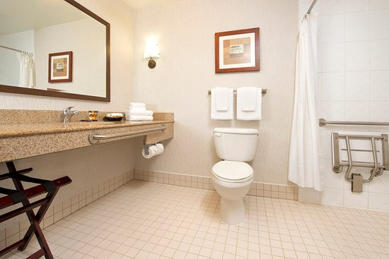 North Battleford, Canada: Wheelchair Accessible Bathroom