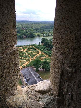 La Roche-Guyon, Frankrig: vue imprenable par les meutrières