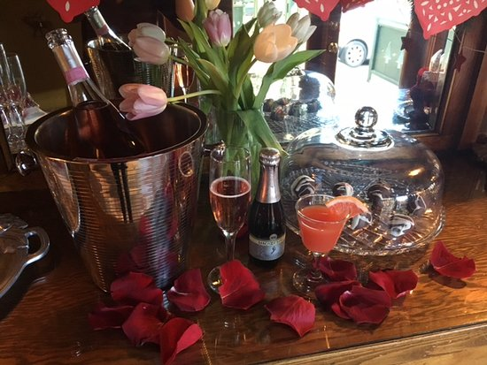 Evergreen, CO: Valentine's Day happy hour