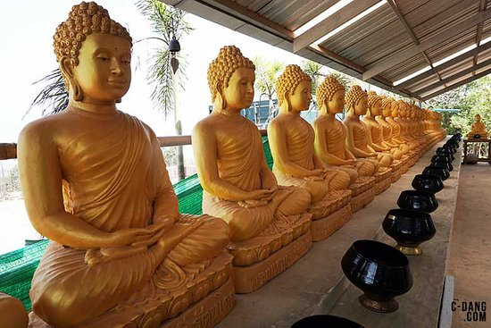 Chalong, Thailand: Beautiful gold statues