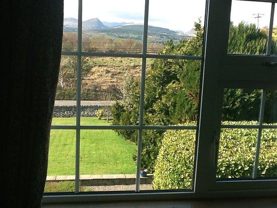 Sch n gelegenes haus mit veranda und garten for Haus mit veranda