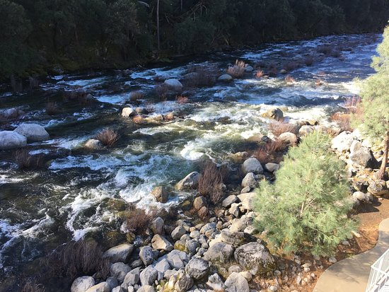 El Portal, CA: River behind hotel
