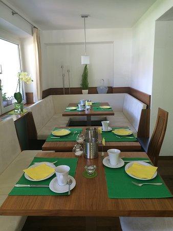 Garni Astrid: Sala colazione - Frühstücksraum - Breakfastroom