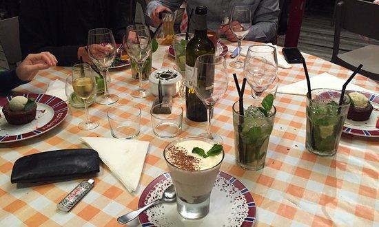 Ahetze, Francia: Desserts und Cocktails in der Ostalapia. Tiramitzaxu, Le Chocolat und Mojitos 😍