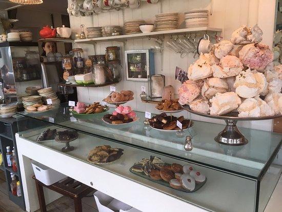 Balquhidder, UK: Fab cake display!