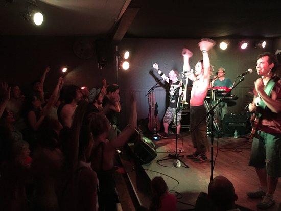 Pau, France : Kimbala en concert